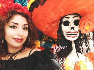 dayofthedead poeple woman smile